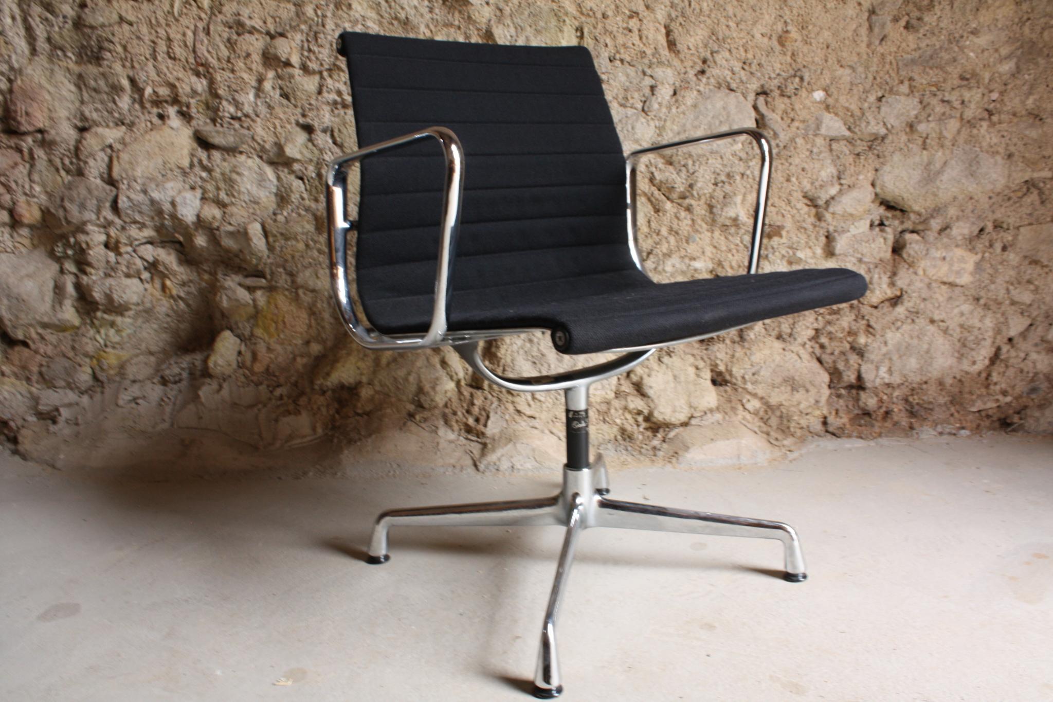 eames herman miller vitra aluminium chair ea 108 1 v 1 design ikonen. Black Bedroom Furniture Sets. Home Design Ideas
