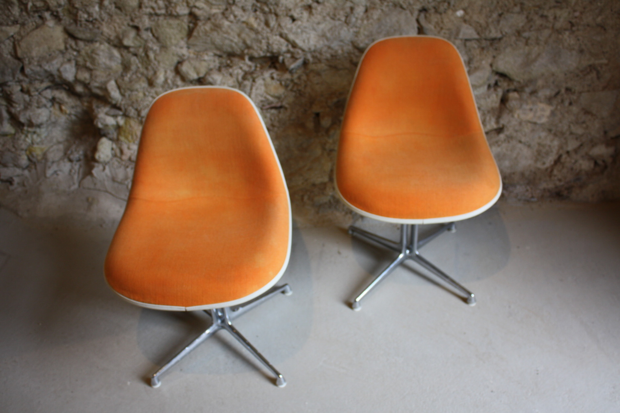 Eames lounge chair vitra vs herman miller vitra eames for Eames design stuhl