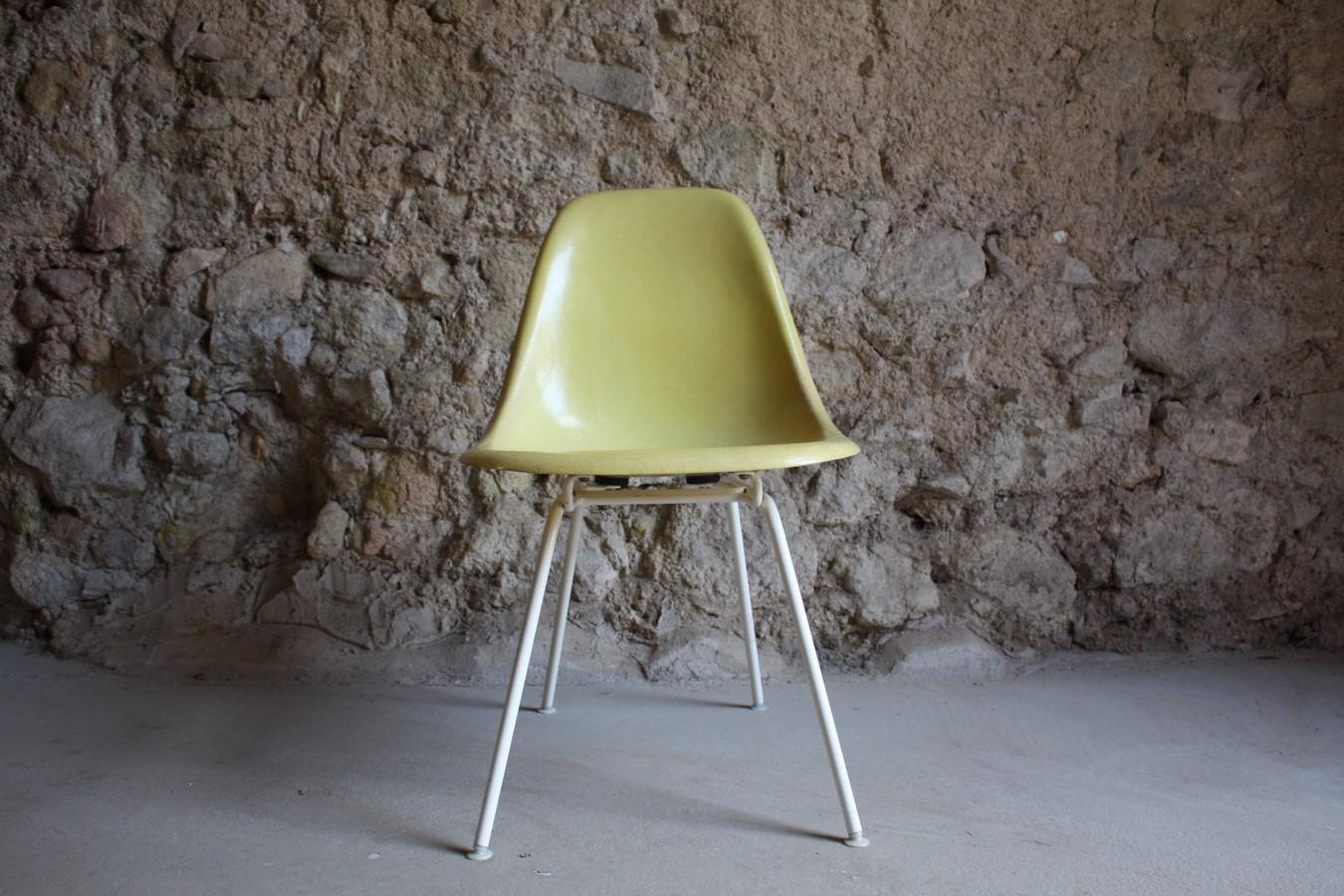 stuhl charles eames v herman miller fiberglas canary. Black Bedroom Furniture Sets. Home Design Ideas