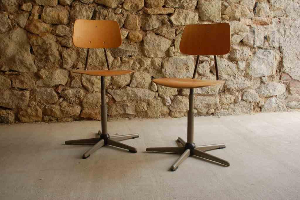 arbeitsstuhl werkstattstuhl aus stahlrohr und holz 1 v 8 design ikonen. Black Bedroom Furniture Sets. Home Design Ideas
