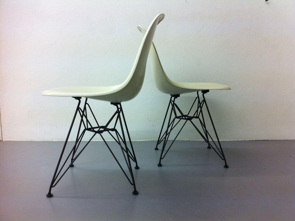 Eames Herman Miller Vitra Eiffel Base DSR weiss Fiberglas 9 2