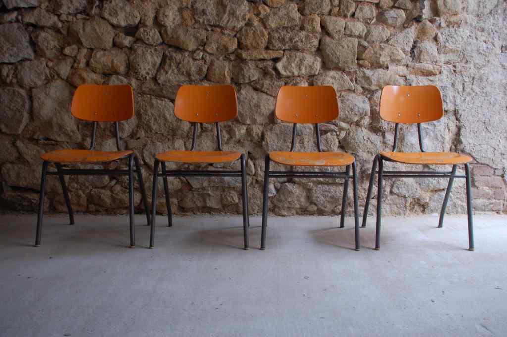 Vintage Schulstühle VS Kantinenstühle retro Industrie Design (1) 2