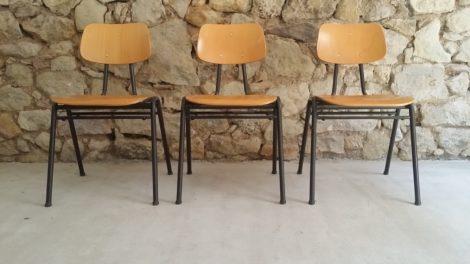 Stühle Schule alt gebraucht vintage retro gastro gastronomie Klassiker Bauhaus
