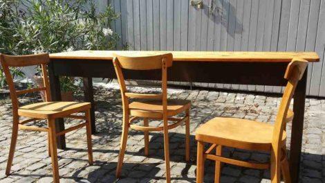 Holzstühle alt atik frankfurter Wirtshaus gastro Gesindetisch